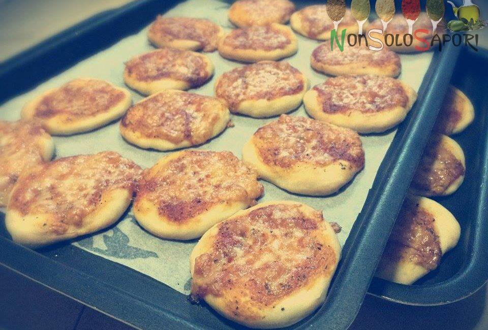 mini pizze margherite per un aperi-cena